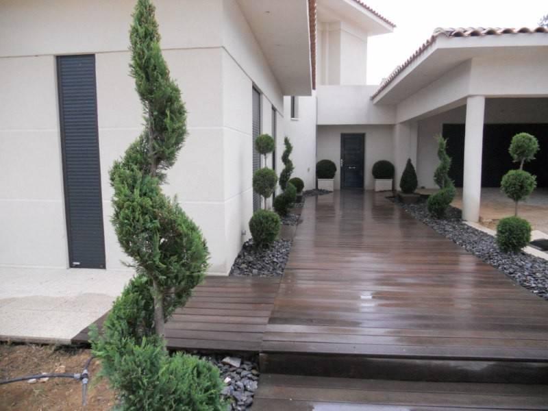 Jardin paysager contemporain for Entretien jardin avignon
