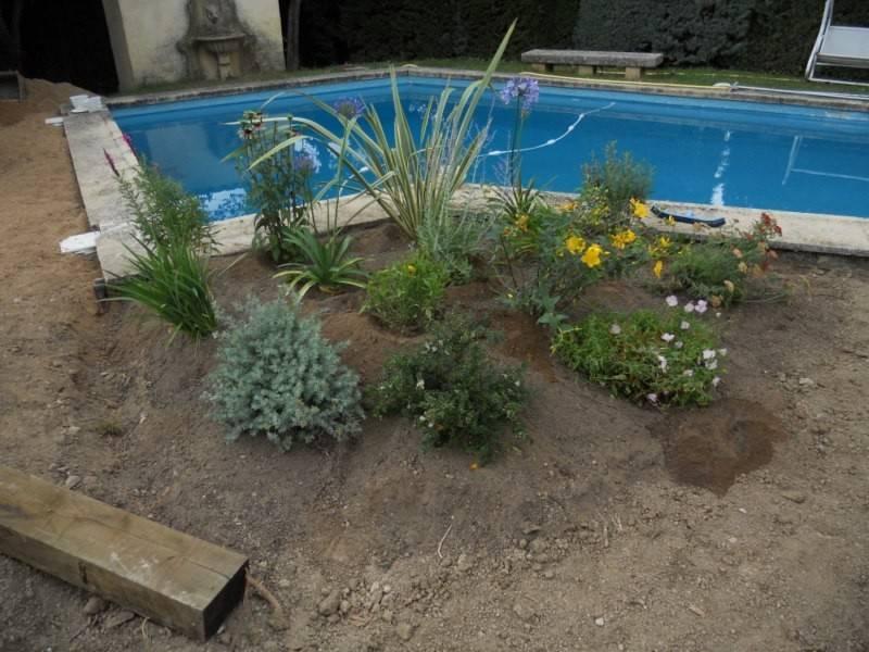 cr ation d 39 un massif proche d 39 une piscine artisan paysagiste aix en provence romain rouvier. Black Bedroom Furniture Sets. Home Design Ideas
